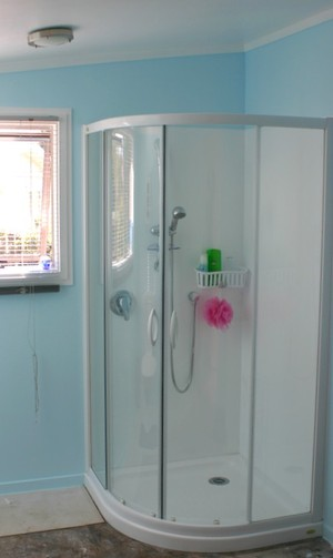 Shower_in_far_right_cnr_of_bathrm